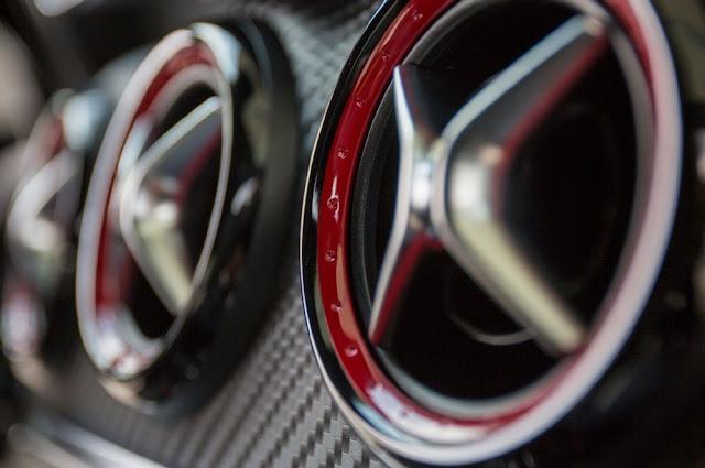 Cửa gió máy điều hòa Mercedes AMG A45 4MATIC  mạ chrome