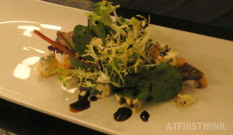 Geroosterd hazelnoot cranberry brood, met bleu d'Auvergne en perencompote | Restaurant Rodin Rotterdam
