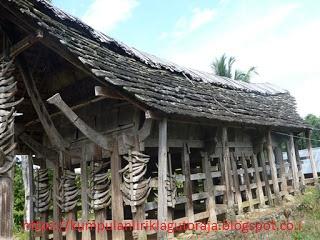 Tongkonan Tertua di Toraja