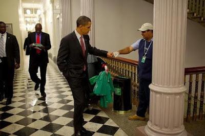 #شاهد ماذا يحصل في امريكا... لن تصدقوا ماذا فعل عمال البيت الأبيض لأوباما ليلة امس ... شاهد التفاصيل