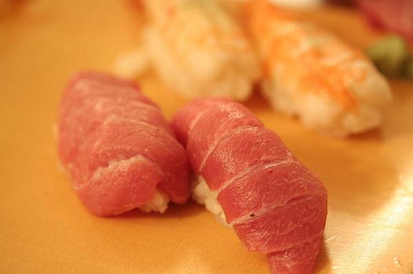 101 เมนูซูชิ ข้าวปั้นซูชิหน้าปลาทูน่า (Toro)