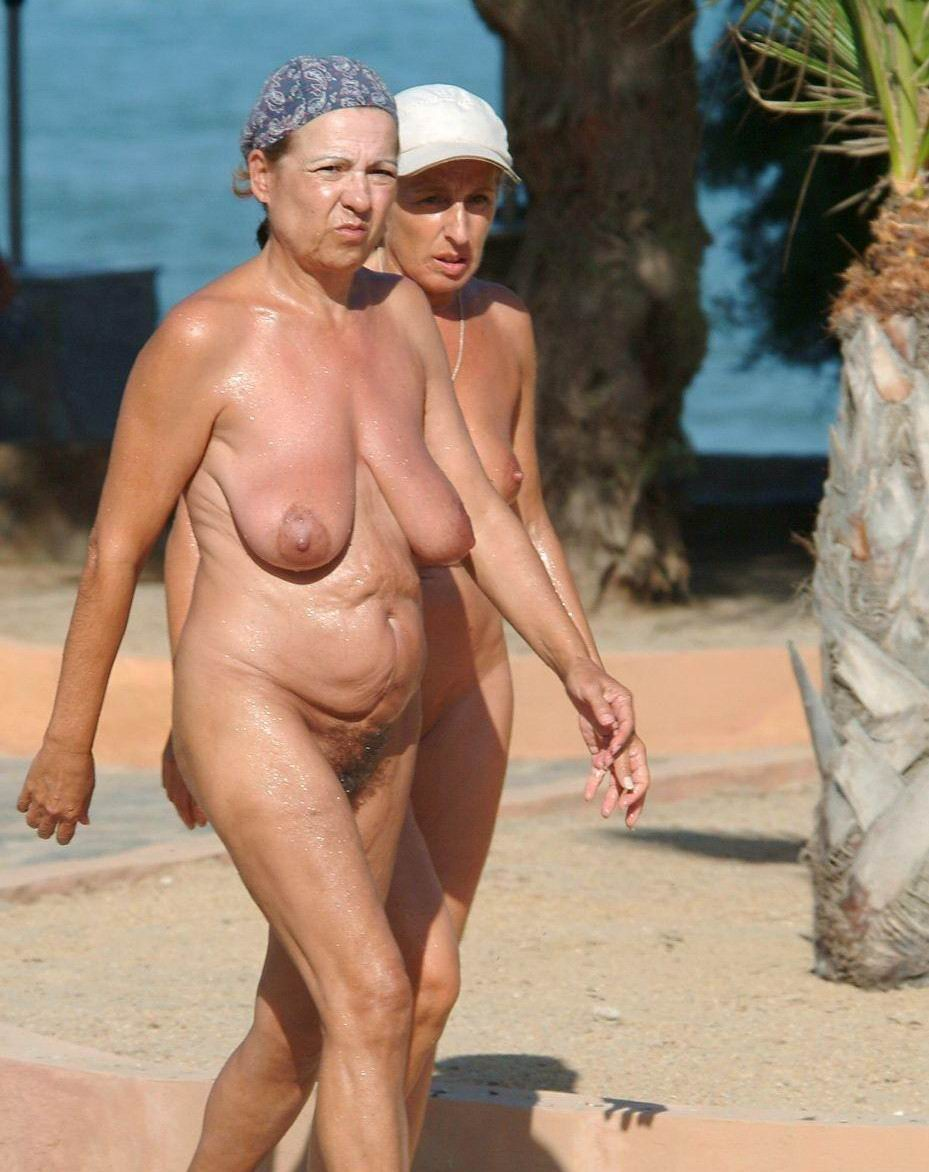 Mature nudist older woman — photo 4