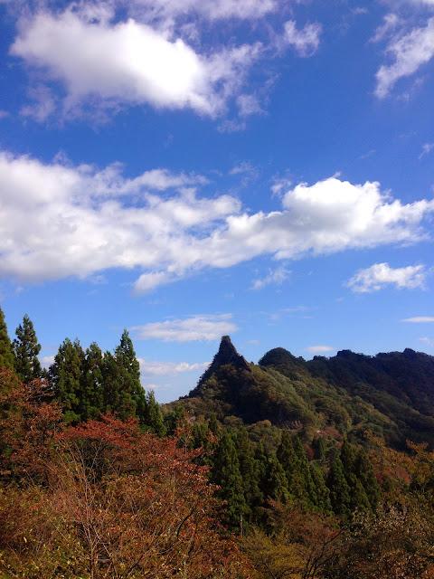 落石防止その他の理由で登山禁止の金鶏山