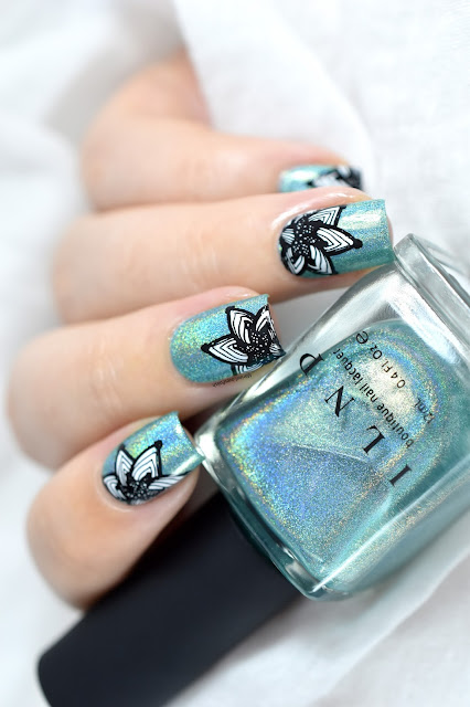 ilnp-aerial-view-clear-jelly-stamper-petals-of-lace-cjs-50-floral-nail-art