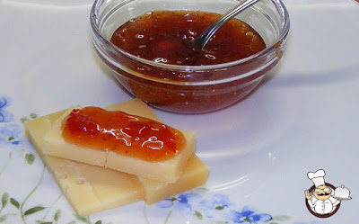 Confettura di peperoni e fragole.
