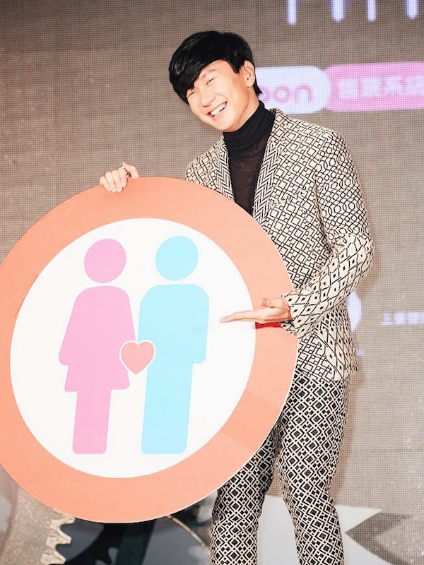 JJ LIN JUNJIE WEARS HAIDER ACKERMANN FALL WINTER 2014 PATTERNED SILK AND COTTON-BLEND BLAZER AND TROUSERS AT TAIPEI PRESS CONFERENCE 11TH NOVEMBER 2014 林俊杰开记者会宣布明年情人节开唱,身穿海德尔阿克曼秋冬2014服饰。