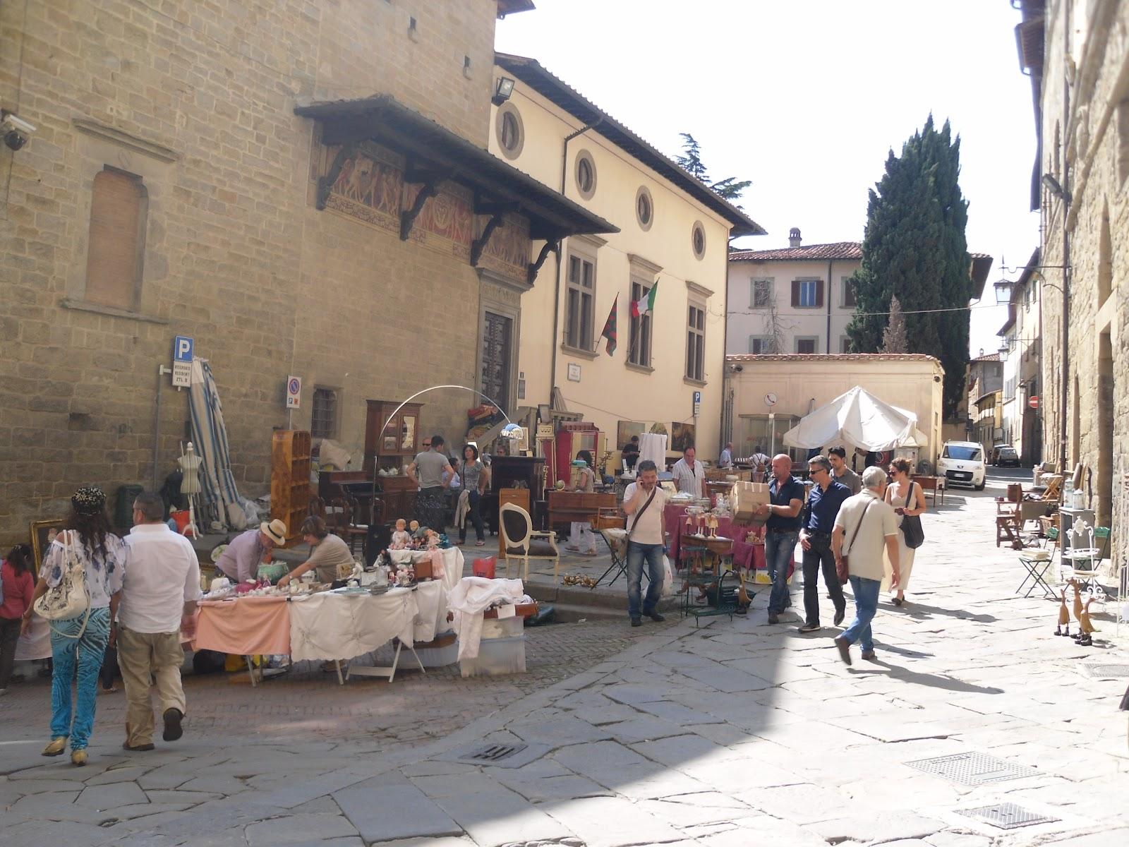 Fiore crea arezzo mercatino dell 39 antiquariato for Arezzo antiquariato