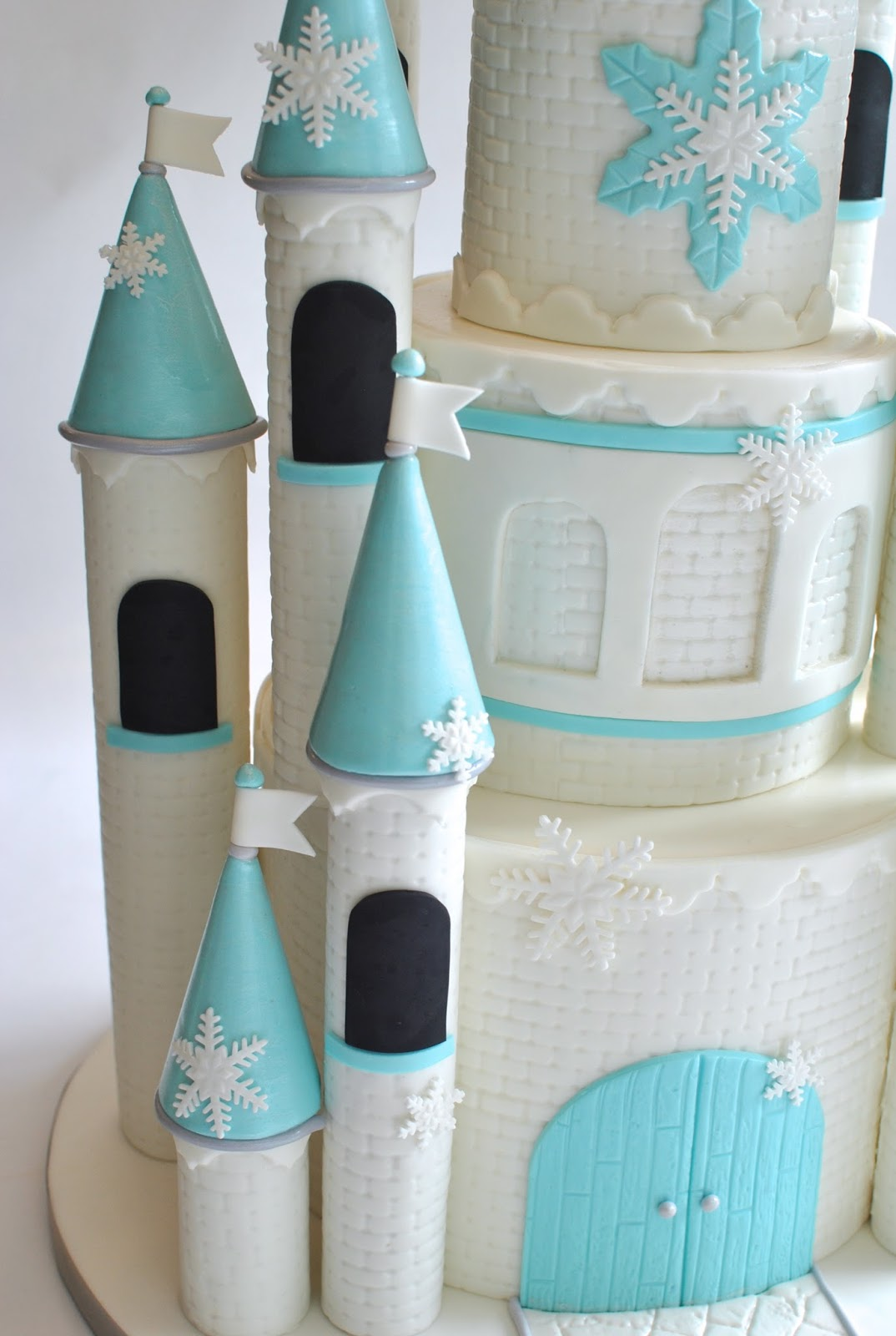 How Do You Make The Towers On A Castle Cake