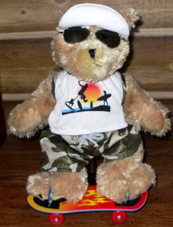 Boneka bear pakai kacamata keren banget