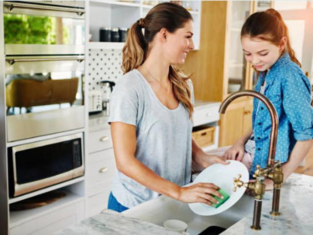 gambar cara mencuci piring dengan sabun sesuai urutan dan prosedur