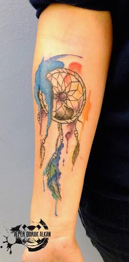 Dreamcatcher esboco encharcado em aquarelas