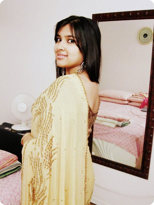 Bangladeshi Meyeder Modern Pose ((((: Bangladesher Meyeder