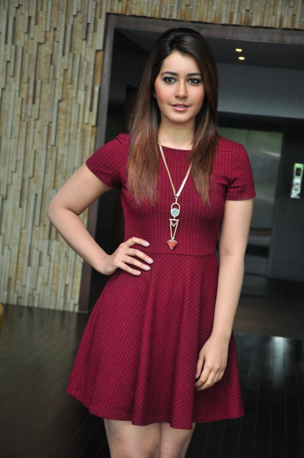 Download wallpapers Rashi Khanna