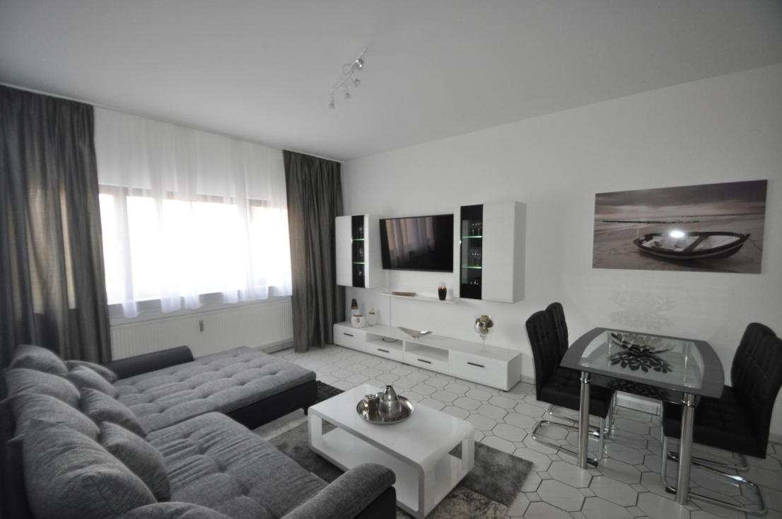 wow 2 zimmer luxuswohnung zentrum heilbronn mit internet 2x tv garage waschmaschine trockner. Black Bedroom Furniture Sets. Home Design Ideas