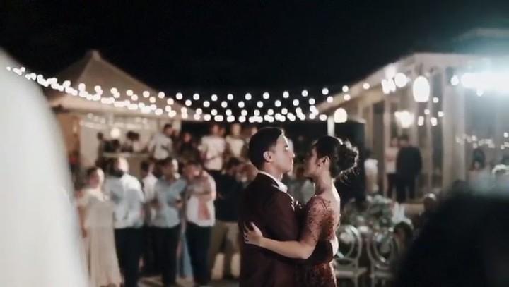 Kehangatan Dan Romantisnya Pernikahan Raisa Hamish
