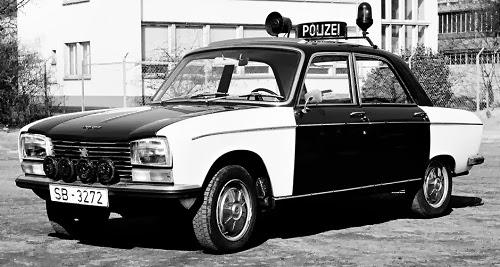 autos photos voitures de police du monde afrique du sud republique arabe unie. Black Bedroom Furniture Sets. Home Design Ideas