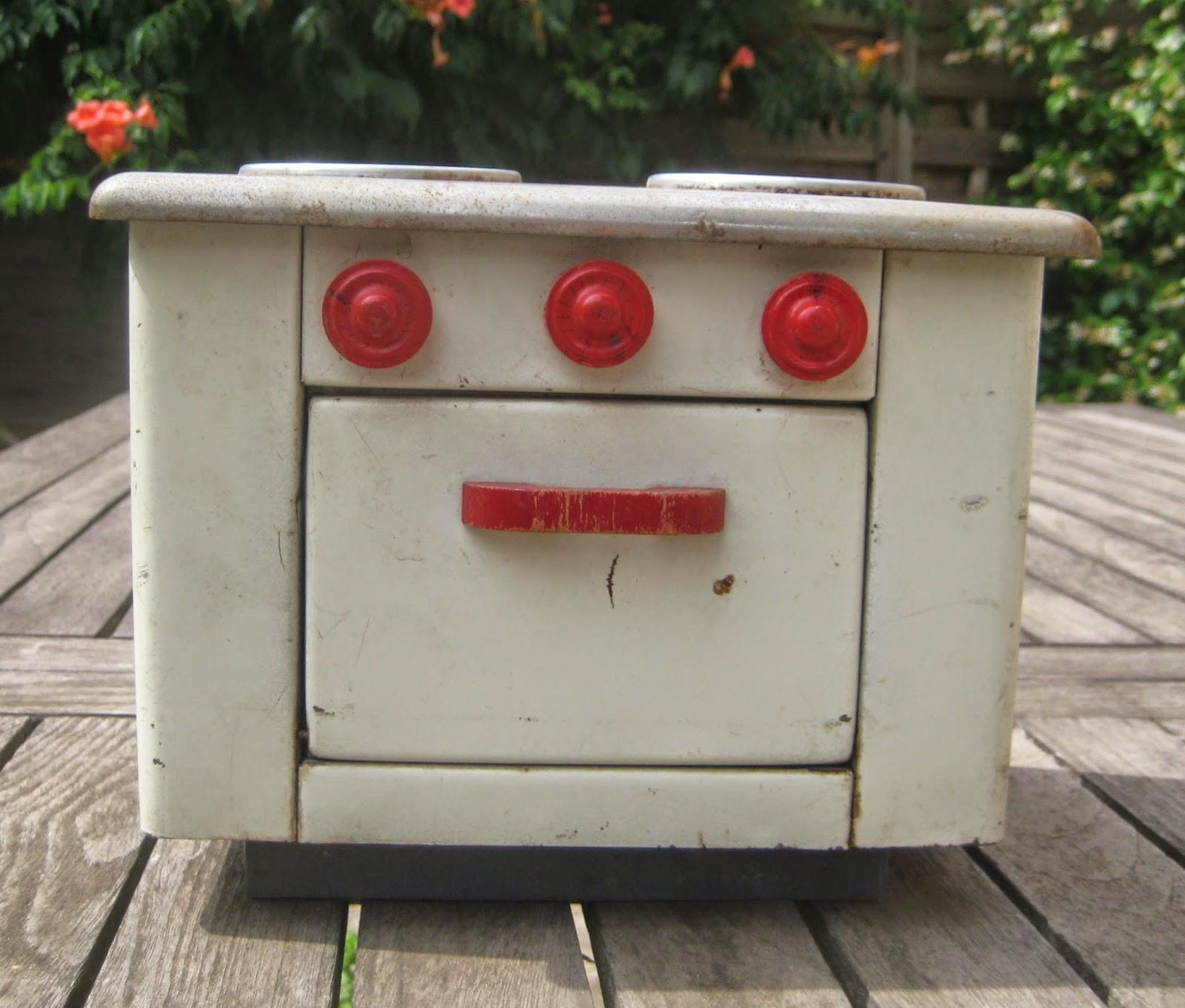 Petite cuisini re jouet vintage ann es 50 60 t le peinte for Brocante dans 60