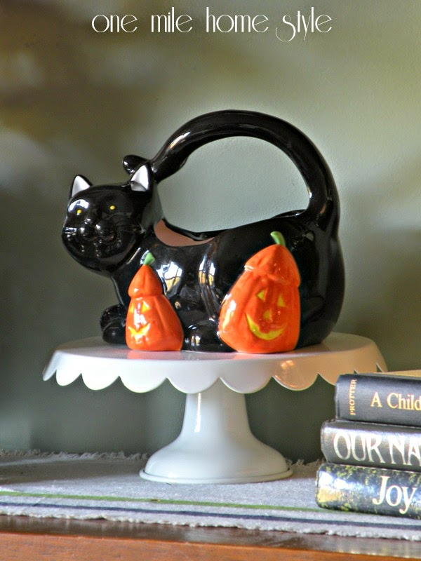 Halloween cat candy dish on pedestal display
