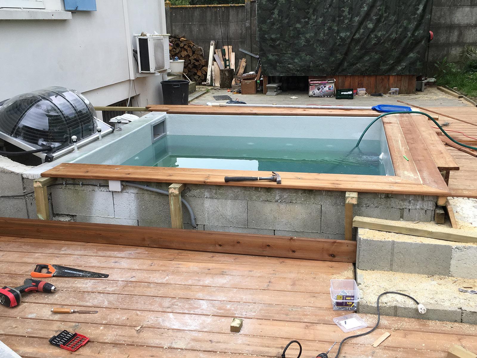 Fin de l 39 habillage du spa b ton construction d 39 une petite piscine e - Construire un jacuzzi en beton ...