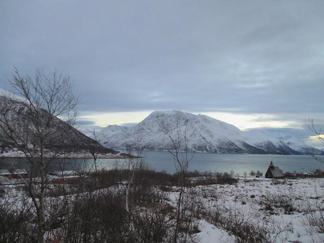 Arnøya, harmaa, vuoret, lahti, kirkko