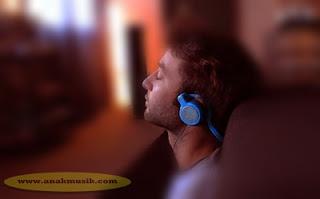 Dampak Mendengarkan Musik Sebelum Tidur