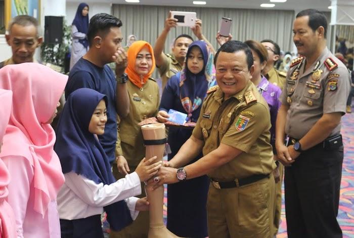 Pemprov Lampung Bantu Penyandang Difabel Kursi Roda dan Kaki Palsu