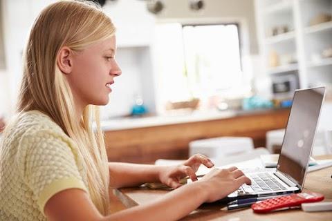 Több mint ezer iskola regisztrált idén a digitális témahétre