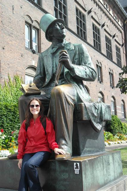 Estátua escritor Hans Christian Andersen em Copenhague