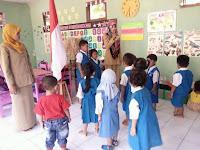 Suasana Persiapan Upacara Bendera di TK Pertiwi Sumbergedong
