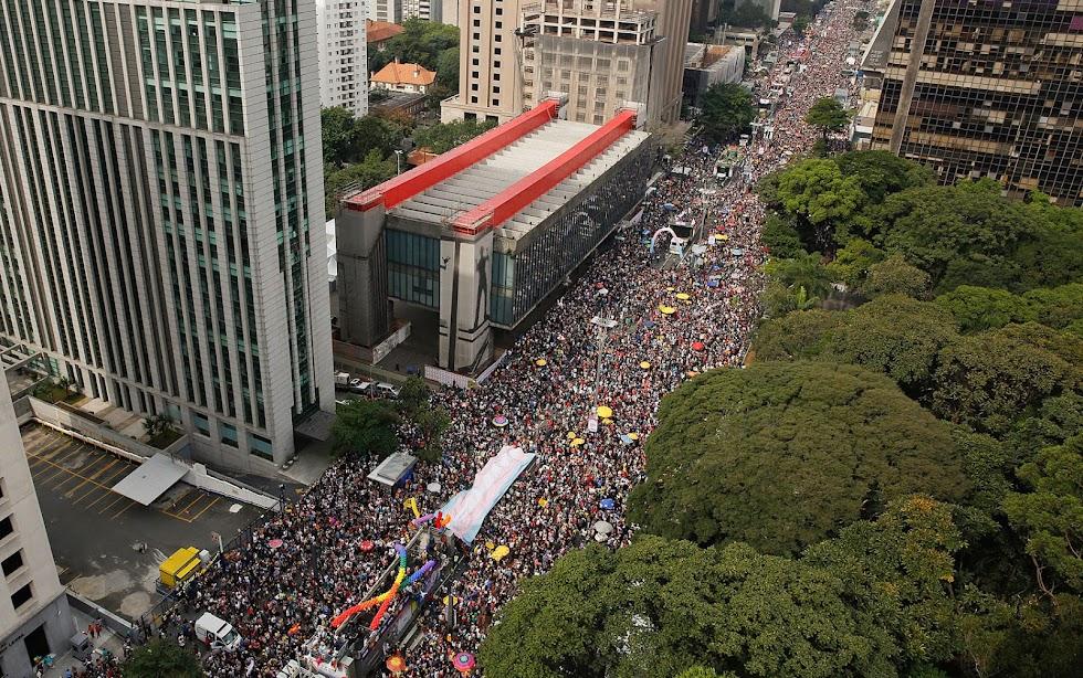 Parada do Orgulho LGBT reúne cerca de 3 milhões de pessoas em São Paulo