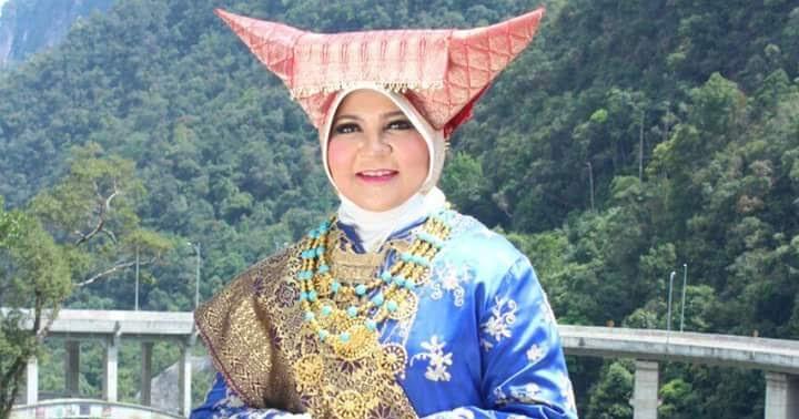 Pakaian Adat Bundo Kanduang Limpapeh Rumah Nan Gadang Pakaian Nusantara