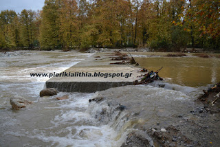 Κατέρρευσαν κομμάτια από την τσιμεντένια γέφυρα στο Πλατανόδασος Νεοκαισάρειας Πιερίας. (ΒΙΝΤΕΟ-ΦΩΤΟ)