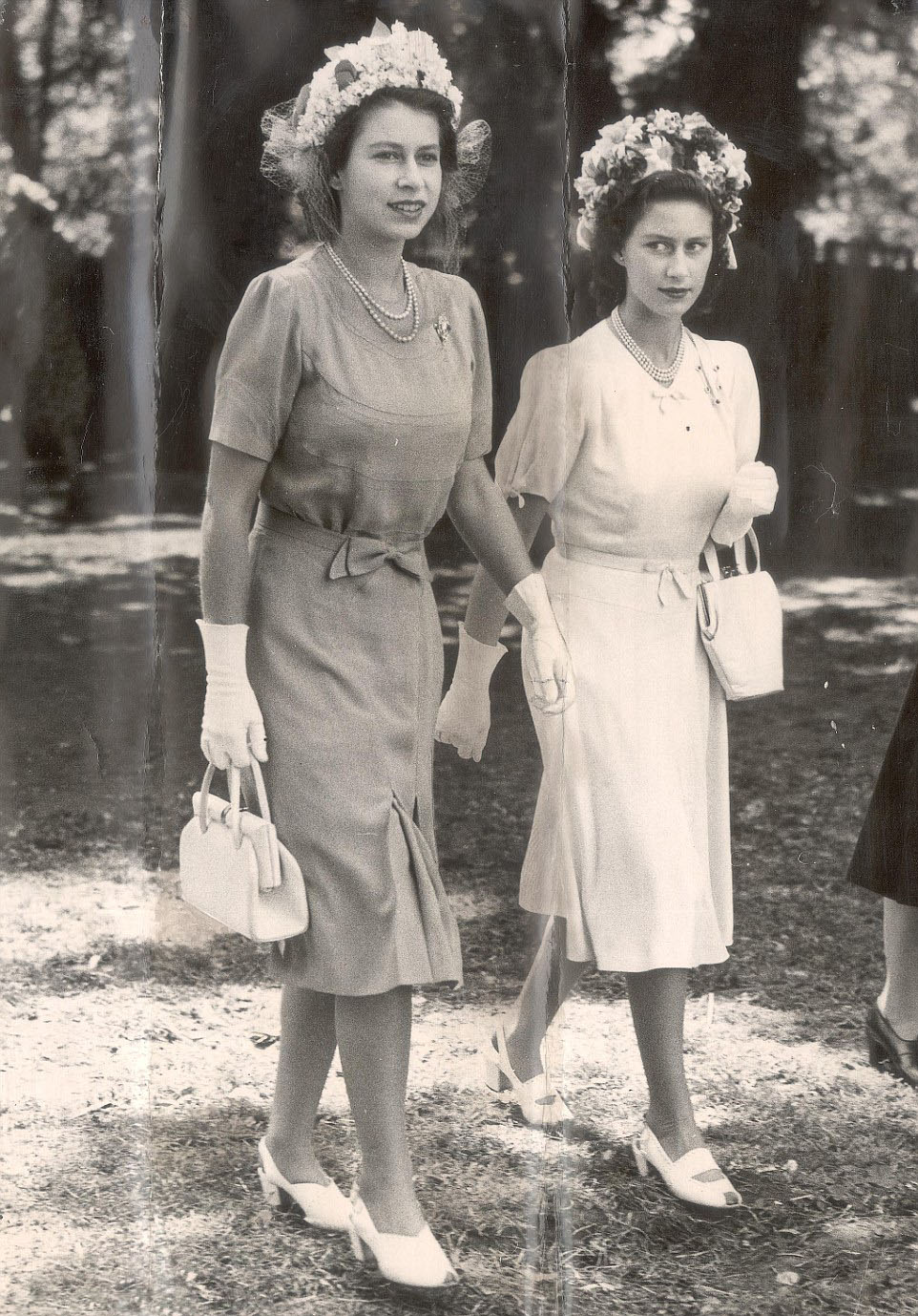 Side By With Sister Princess Margaret R And Dressed Almost Identically The 21 Year Old Elizabeth Ii L Is Already Setting Trends In Her