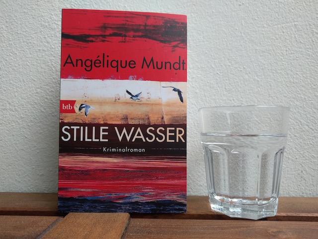 https://www.randomhouse.de/Taschenbuch/Stille-Wasser/Angelique-Mundt/btb-Taschenbuch/e523279.rhd#biblios