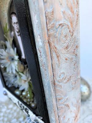 Sara Emily Barker https://sarascloset1.blogspot.com/2019/04/trashy-love-story-vignette-for-frilly.html Vignette Box Tutorial Tim Holtz 3D Embossing Seth Apter Baked Velvet 3