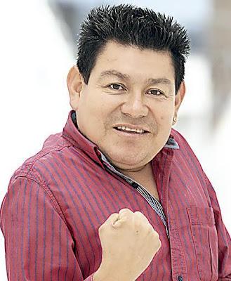 Foto de Dilbert Aguilar mostrando su puño