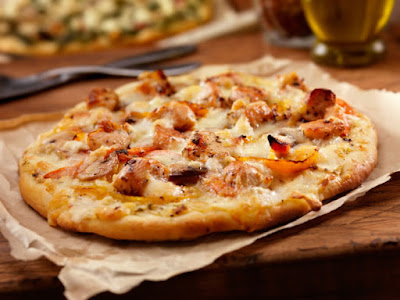 بيتزا الدجاج والأناناس