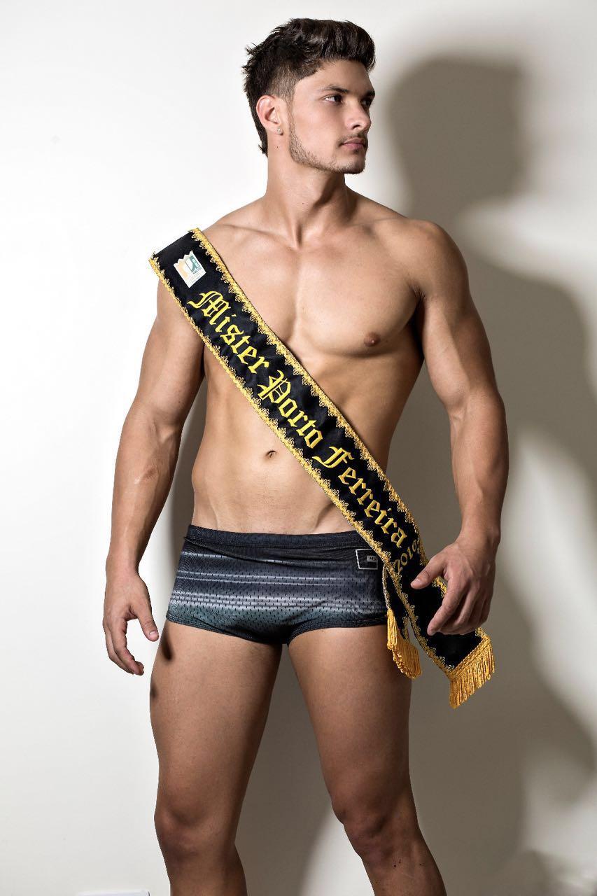 Felipe Cerutti, candidato a Mister Brasil 2016, posa de sunga para ensaio. Foto: Ronaldo Gutierrez