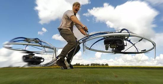 Cientista louco cria bicicleta voadora tipo drone que funciona de verdade - Capa