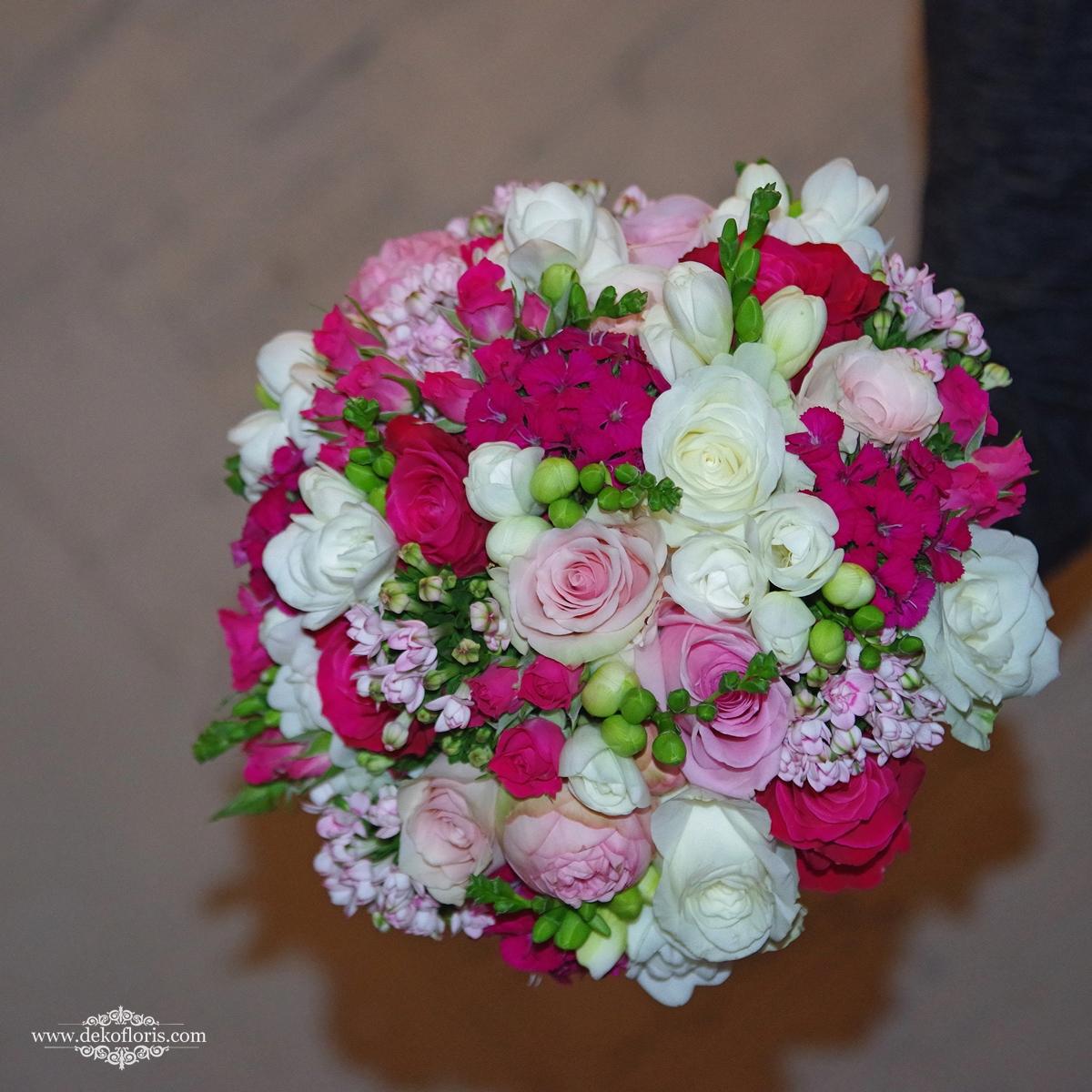 Bukiet ślubny Panny Młodej -kwiaty białe, różowe i fuksja   opolskie