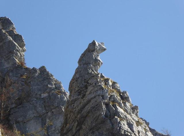 roccia dalla strana forma vicino ai Torrioni del Corchia