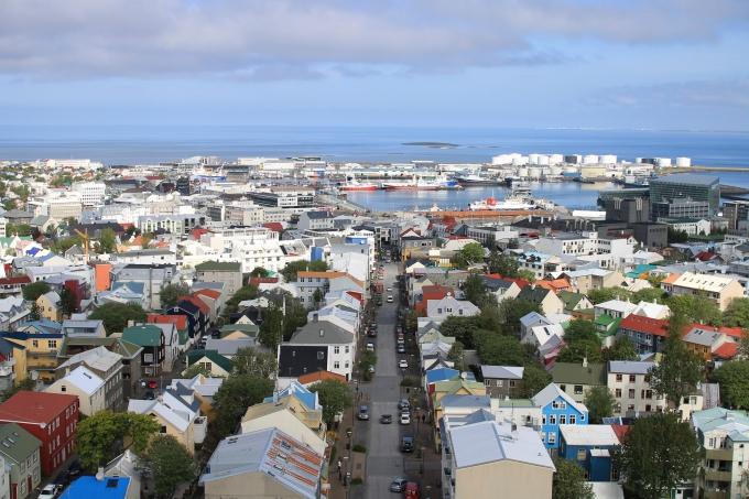 Reykjavik, Islanti. Kesäkuussa 2012, äidin kanssa matkoilla, puolivälissä raskautta.