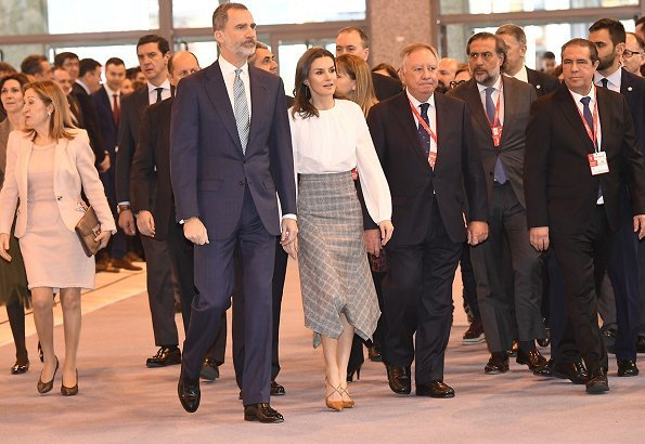 Queen Letizia wore Massimo Dutti pointed check wool skirt, Uterque blouse, and Magrit pumps, she carried Hugo Boss clutch