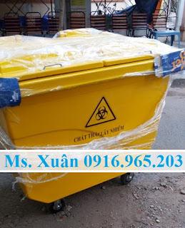 Xe thu gom rác y tế màu vàng 660 lít 4 bánh xe