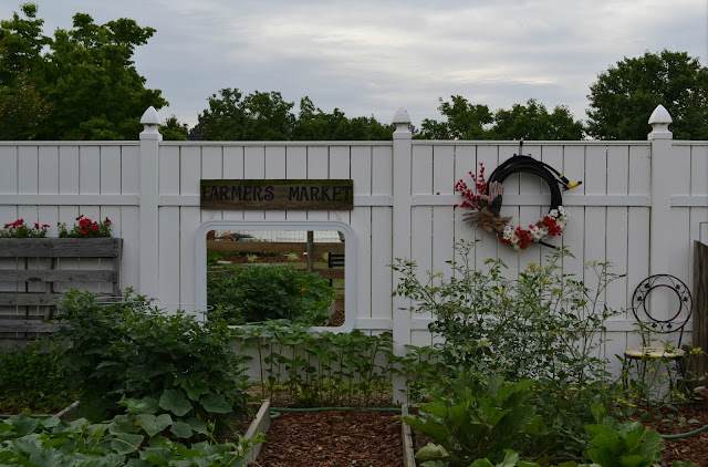 Box Garden, Outdoor Decorating, Signs, Wreath, Plants, Vegetables