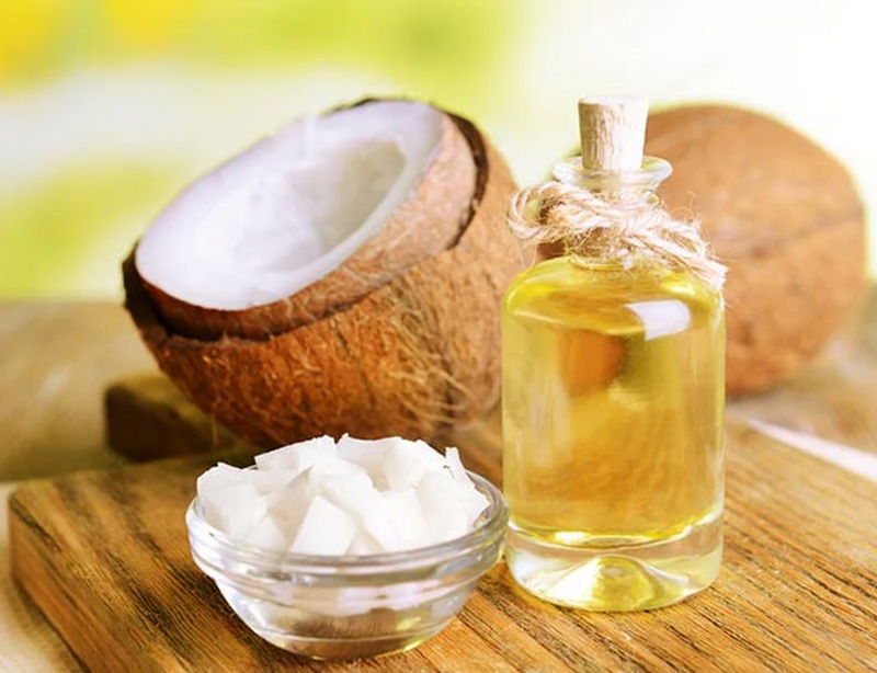 6 Ways to Add Coconut Oil to Your Beauty Routine
