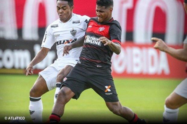 Vitória vence Atlético Mineiro e deixa zona de rebaixamento do Brasileirão