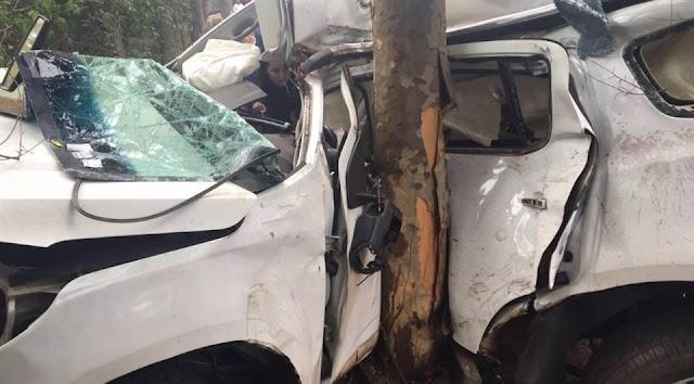 Piloto de avião morre após bater carro contra árvore