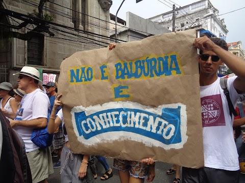 #OFatoEmFoto: educação brasileira em situação de rua