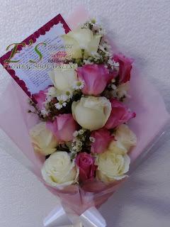 bunga tangan mawar untuk hadiah bunga di hari ibu